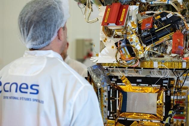 Intégration du satellite Taranis